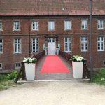 Romantische Outdoor Hochteiten im Schloss Herten